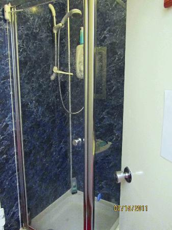 Argyle Backpackers: The shower