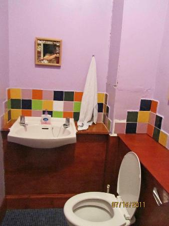 Argyle Backpackers: The bathroom nearest our rooms
