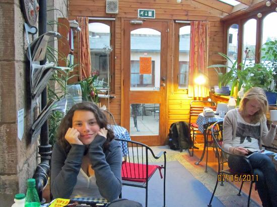 Argyle Backpackers: My daughter in the breakfast room