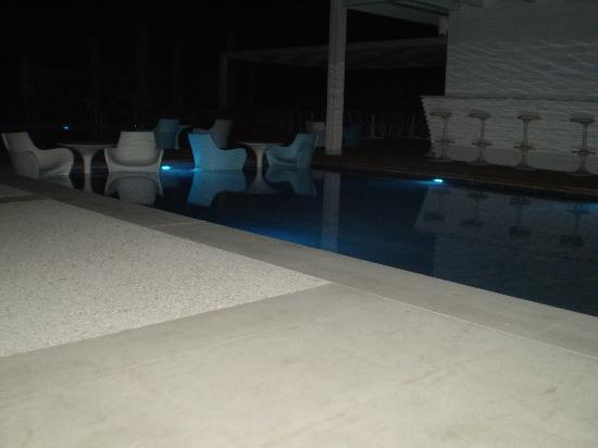 Cavo Olympo Luxury Resort & Spa: το pool bar τη νύχτα