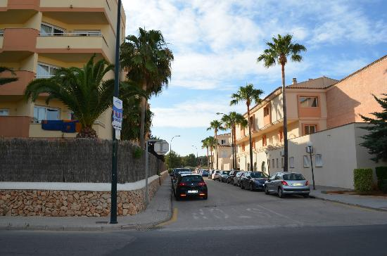 Isla de Cabrera Hotel: street between hotel, aparthotel and the main aparthotel