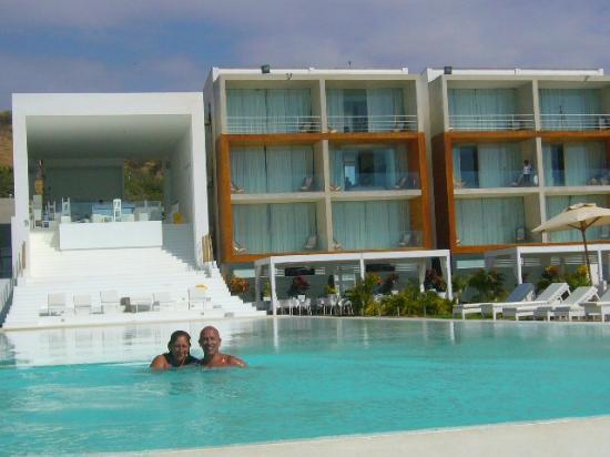 Mancora Marina Hotel: El hotel visto desde la piscina