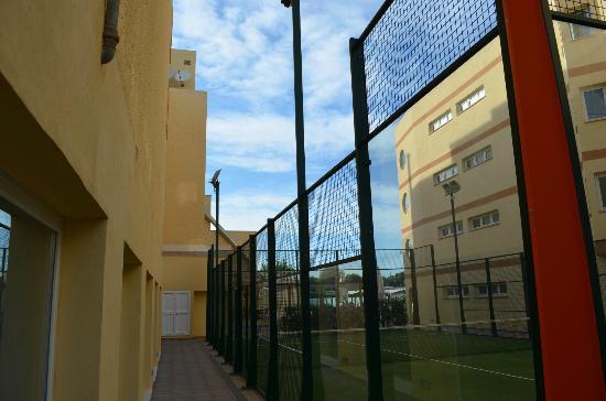 Isla de Cabrera Hotel: tenis, right aparthotel, left hotel