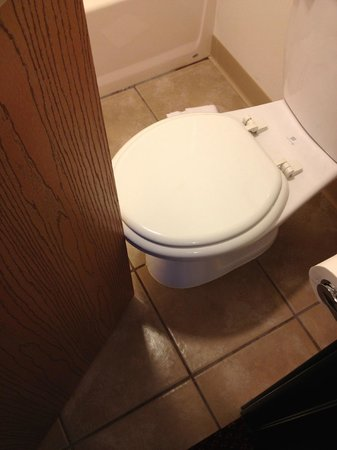 Rice Lake, Ουισκόνσιν: Bathroom Door Open Into Toilet