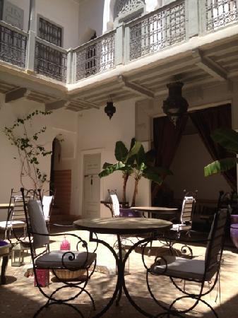 Riad Dar Nabila: courtyard