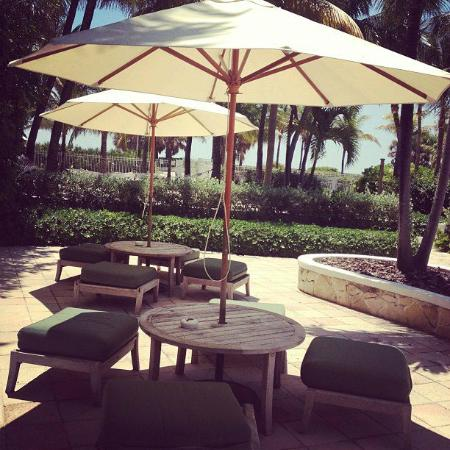 South Seas Hotel: Sitting Area