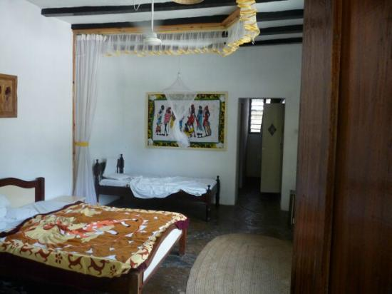 Makuti Villas Resort: Room showing fan only useful for one bed if mosquito net deployed. Second bed will swelter.