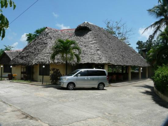 Makuti Villas Resort: Lobby and Dining area