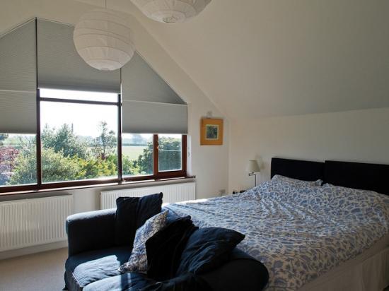 Carhonnag B&B: Our room on second floor, great king bed fabulous bathroom