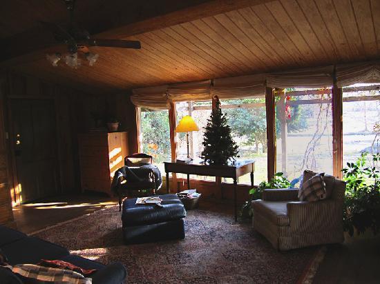 Weatherstone B & B: Corn Crib Sitting Room