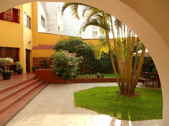 Hotel San Antonio Abad: Hotel courtyard