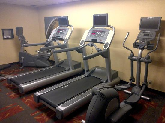 Courtyard Pittsburgh Airport: Modern workout machines