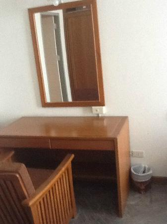 Royal Lanna Hotel: Dresser