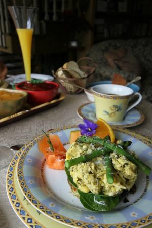 Au Jardin d'Ozanne : Breakfast: layered egg dish with mimosa