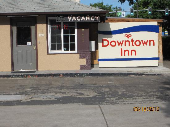 Downtown Inn: outside