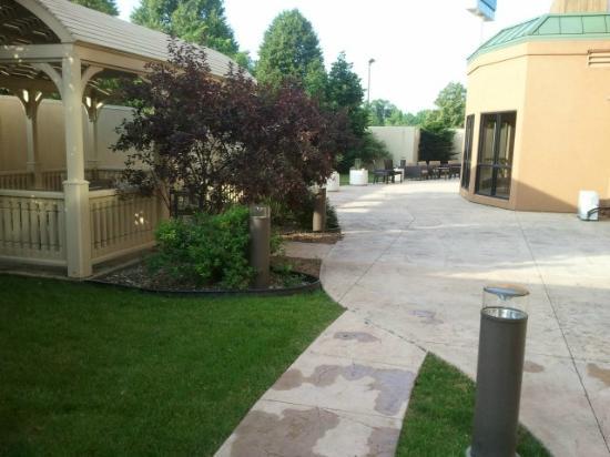Courtyard Peoria: Gazebo