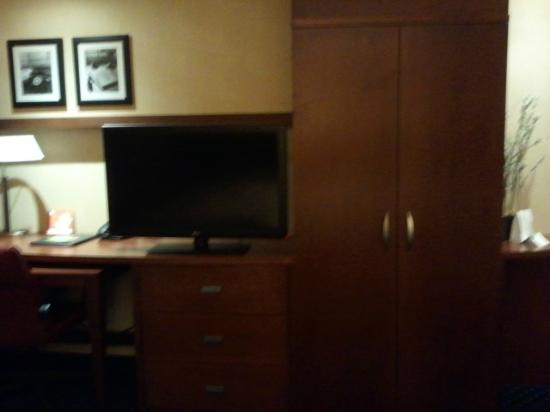 Courtyard Peoria: Television and wardrobe