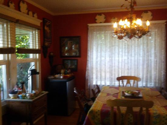 Hillcrest House Bed & Breakfast: Dining room