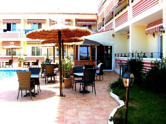 Hotel Sa Barrera: Outdoor seating