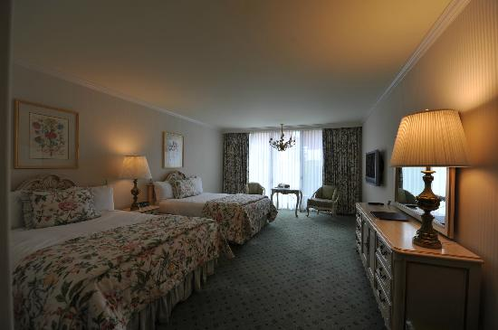 Little America Hotel and Resort: Double Queen room with patio