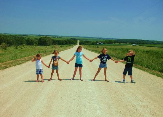 Amish Tours of Harmony: The kids on an Amish Backroad!