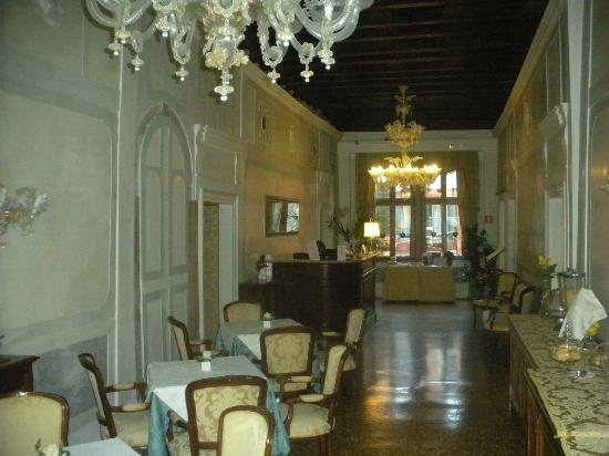 Locanda Ca' Amadi: Dining room and reception area