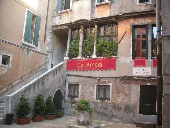 Locanda Ca' Amadi: Entrance to Ca' Amadi
