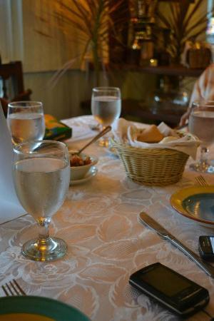 Claude's Le Cafe de Ville: Free unlimited bread