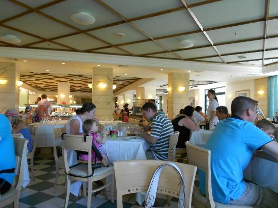 Nana Beach Hotel: Dining