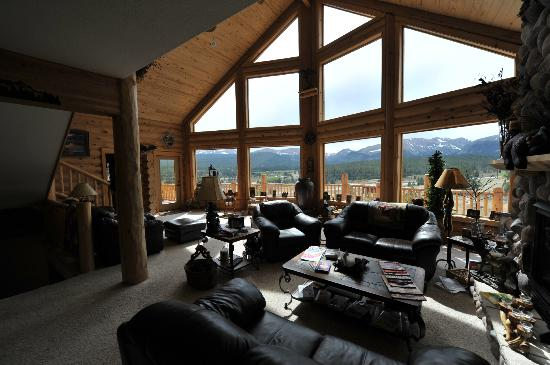 Mountain Comfort Bed & Breakfast: Main room with a view