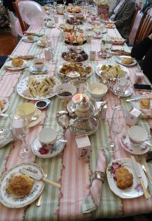Peace and Plenty Inn: Victorian High Tea & Bubbles