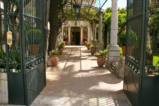 Belmond Grand Hotel Timeo: Front entrance way is so inviting!