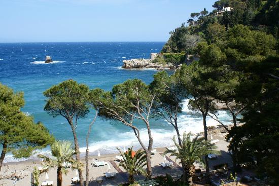 Belmond Grand Hotel Timeo: Beach to sister hotel Sant' Andrea