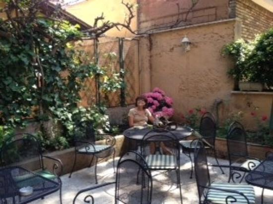 Villa Delle Rose Hotel: Relaxing in the garden of our hotel. Villa Delle Rose
