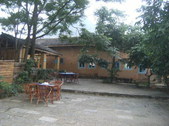 The Giggling Tree: The back area of the relaxing dining courtyard