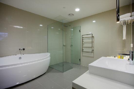 Best western premier hotel 115 kew updated 2017 reviews for Bathroom spa baths melbourne