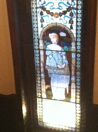Auberge Bishop: Stained glass window in main stairwell