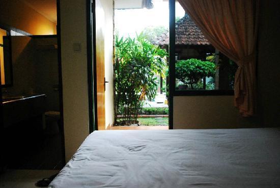 Yulia Beach Inn: Room