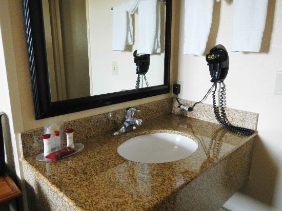 Motel 6 San Diego Mission Valley East: Vanity