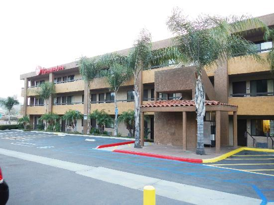Motel 6 San Diego Mission Valley East : Front of hotel.
