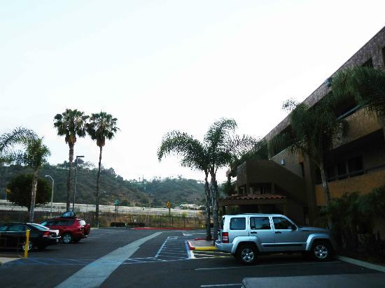 Motel 6 San Diego Mission Valley East : Front parking lot.