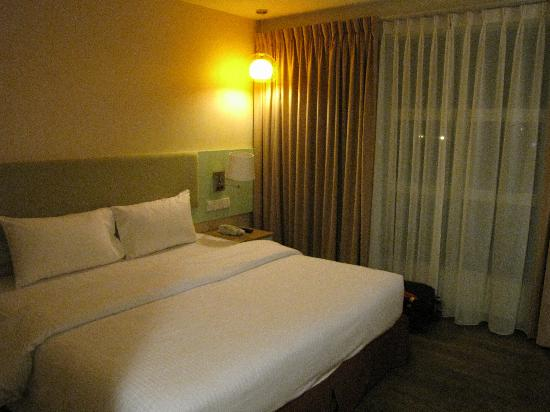 The Pavilion Hotel: King size bed room