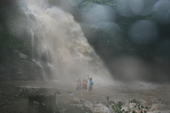 Adventures in Paradise Fiji : The waterfall after rain