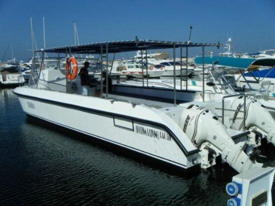 Omanta Scuba Diving Academy: Our dive catamaran