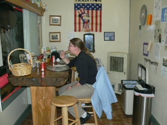 Sugar Pine Pizza : my wive enjoying her pizza