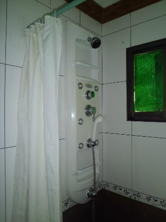 Keni Po: Shower with heater