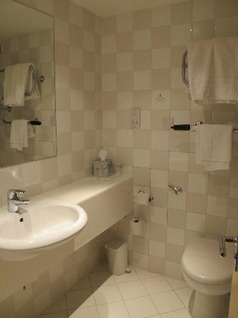 Holiday Inn Wakefield M1, Jct. 40: bathroom