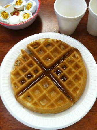 Branson Yellow Rose Inn and Suites: Fresh waffles daily with free breakfast