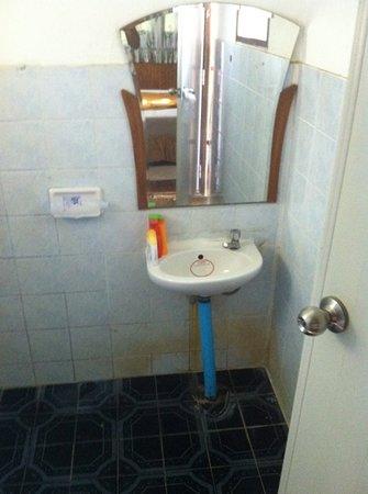 Lotus Paradise Resort:                                     bathroom