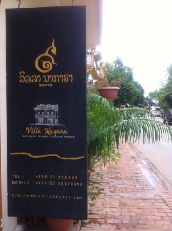 Villa Nagara: ป้ายโรงแรม